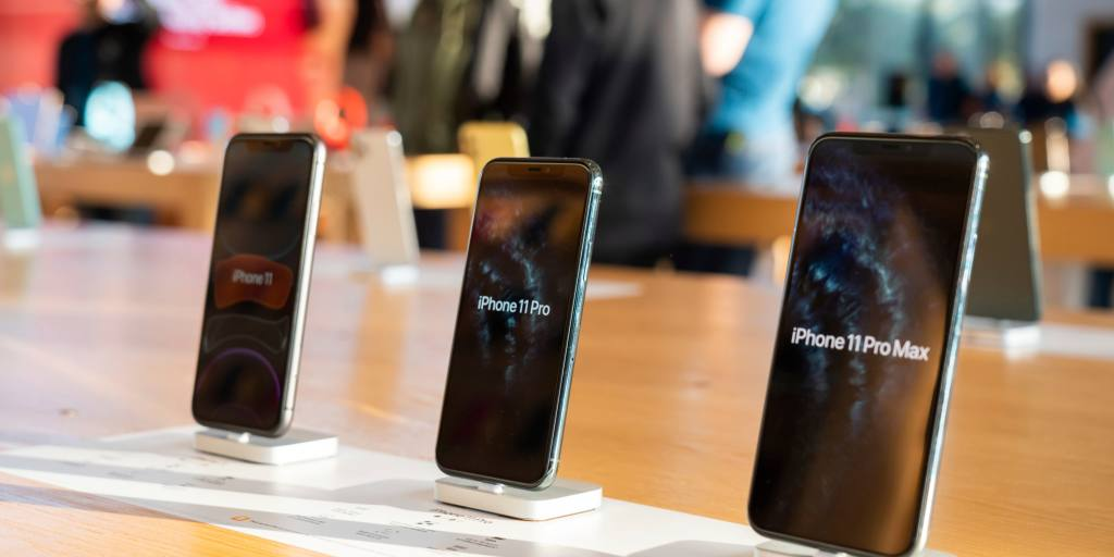 Apple aims to increase iPhone output by 4% through March