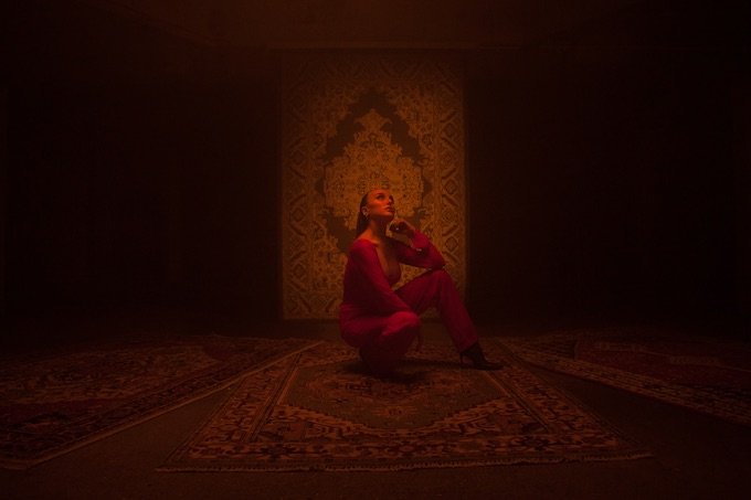 """Premiere: Farrah's """"ID"""" Blends Her Iranian Heritage With A Thoroughly London Sound"""