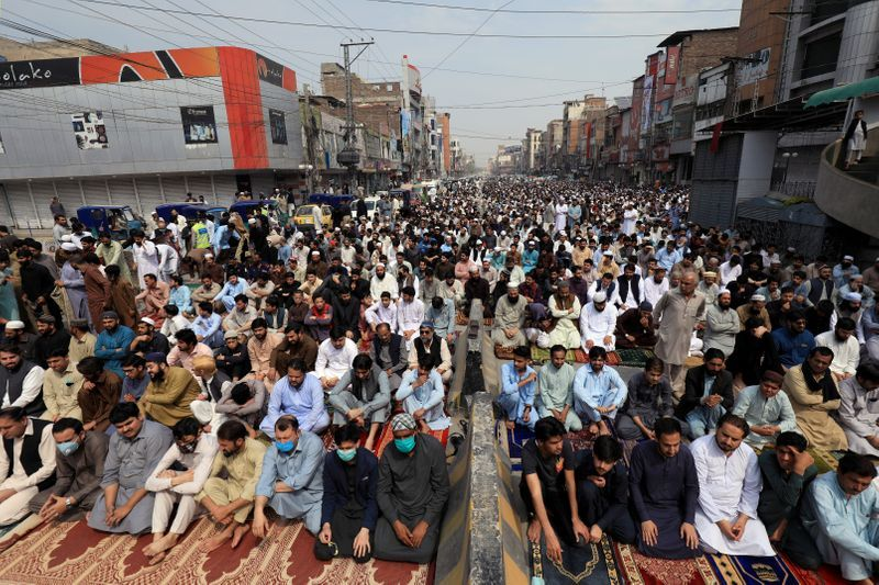 Pakistani doctors urge government to reimpose mosque restrictions