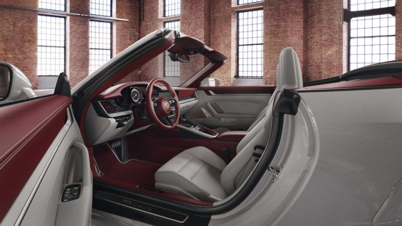 Porsche Exclusive Manufaktur gives 911 a snazzy two-tone interior