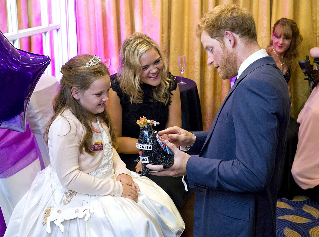 """Prince Harry and Meghan Markle Mourn the """"Tragic Loss"""" of a Young Fan in Personal Letter"""