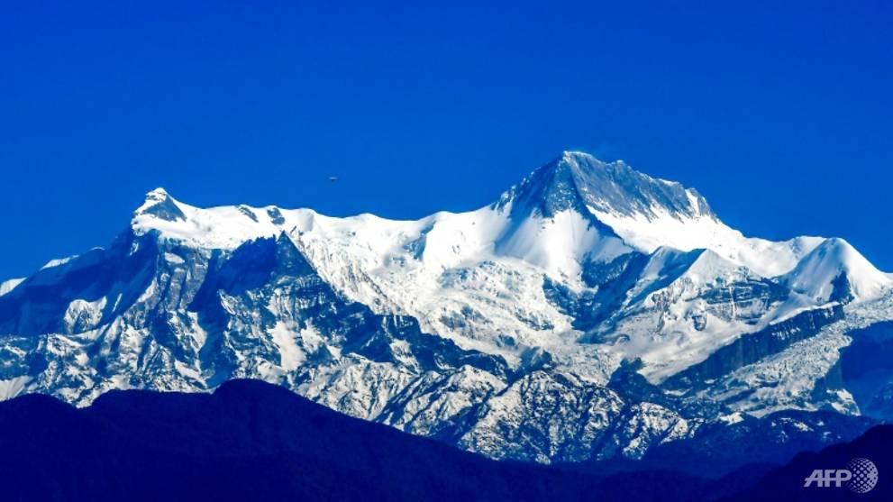 Nepal rescuers recover bodies of 2 missing South Korean trekkers