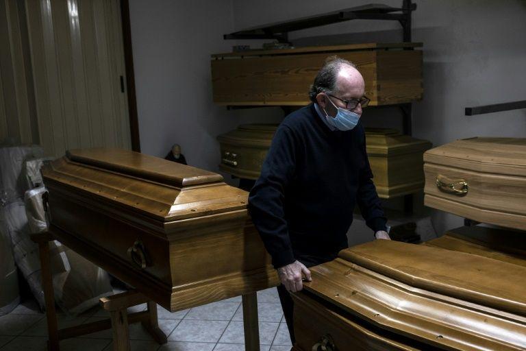 Virus breaks funeral traditions in Italy