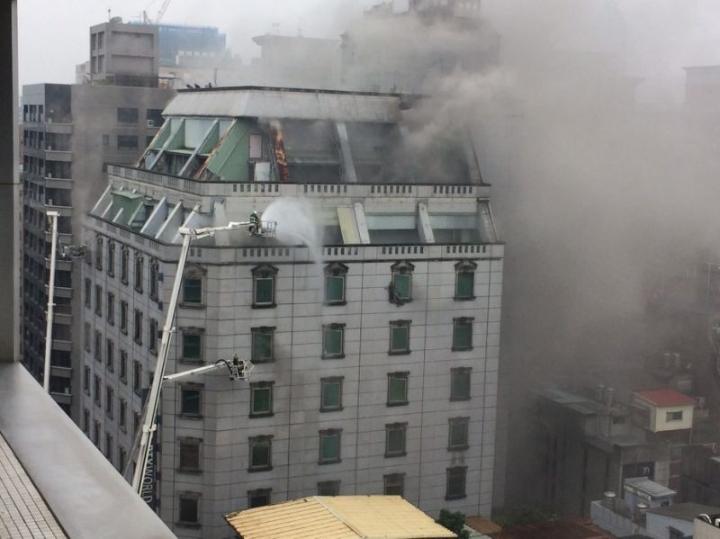 台北卡拉OK大火5死·维修工曾赴充电被捕