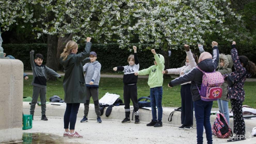Open-air classes for Denmark's students amid COVID-19