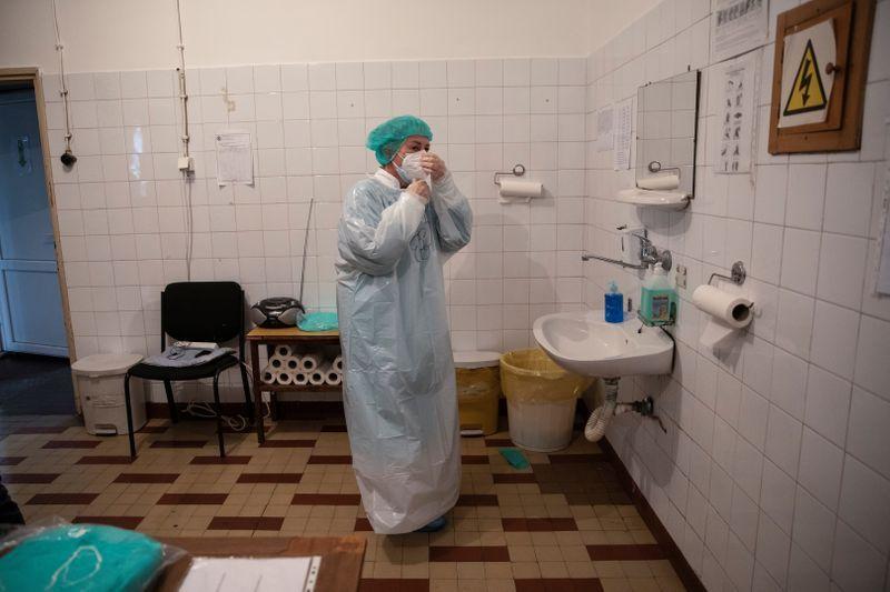 Serbia to ease lockdown this weekend despite health warnings