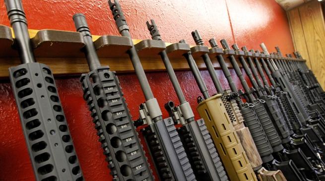"""加拿大宣布将限制多种攻击型枪支武器,有人开始""""泼冷水"""""""