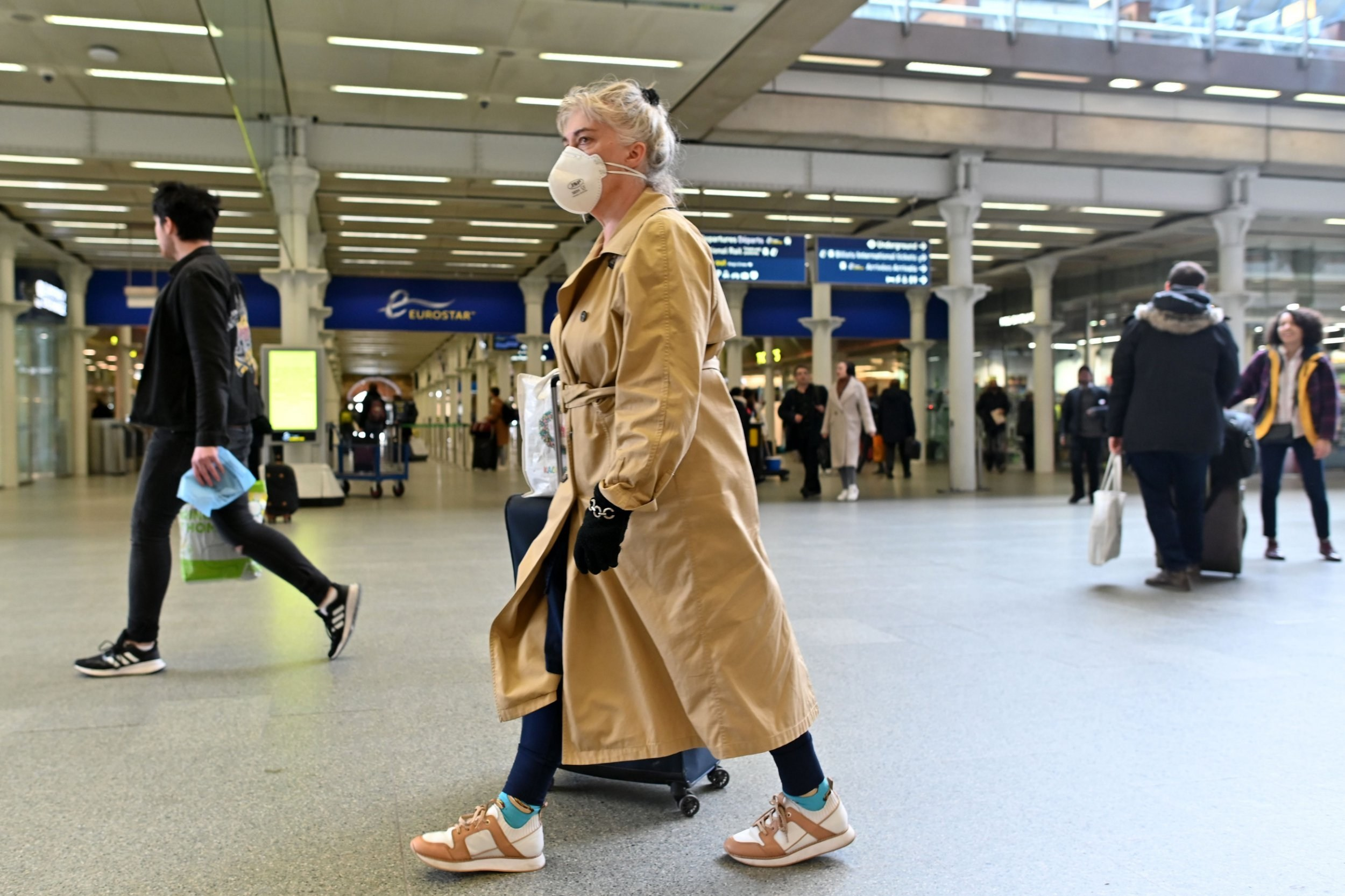 Eurostar says all passengers must wear face masks from next week