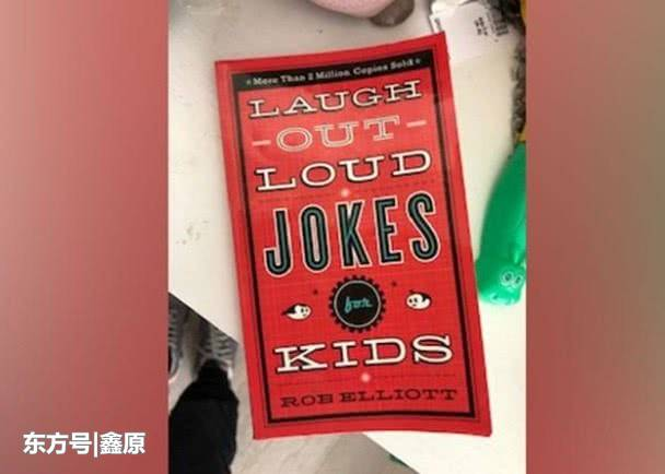 加拿大6岁男童开笑话摊位为民众免费送欢笑,引网友追捧!