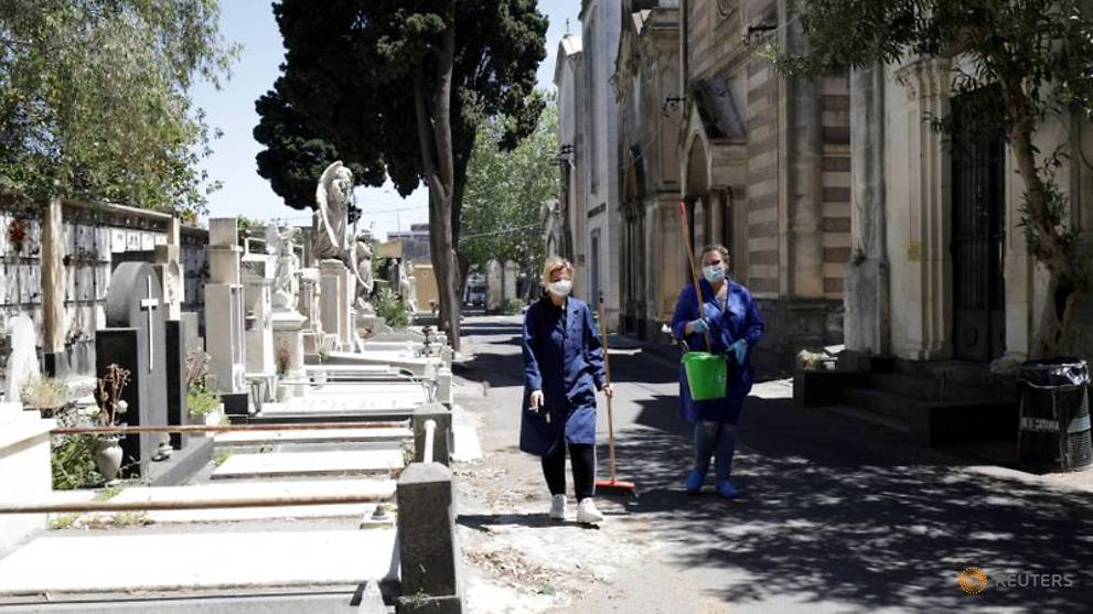 Italy's daily COVID-19 death toll rises, but fewer new cases
