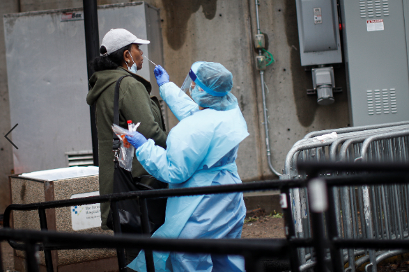 美国单日新增确诊病例逾2万例 累计确诊逾122万例