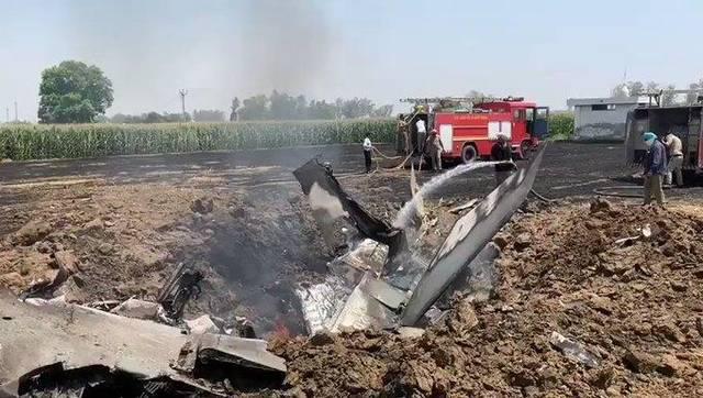 印度空军一架米格29战斗机坠毁 飞行员跳伞生还