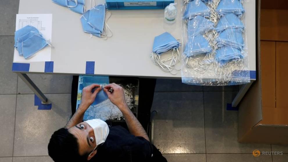 France seizes 440,000 face masks as it breaks up medical smuggling networks