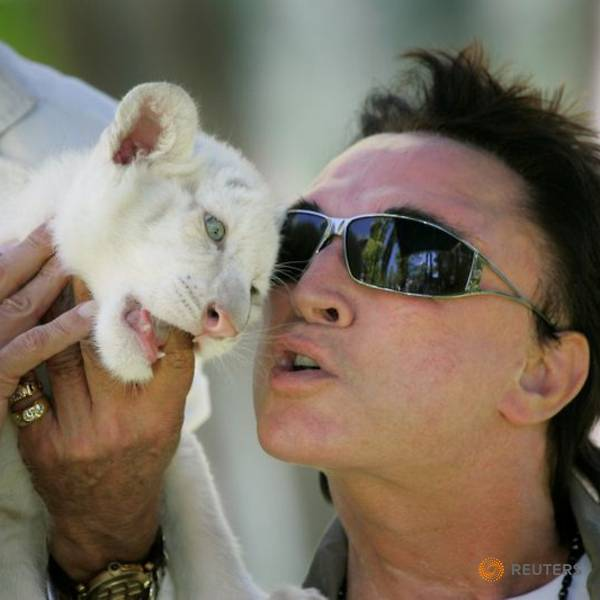Roy Horn of Las Vegas tiger act Siegfried and Roy dies of COVID-19