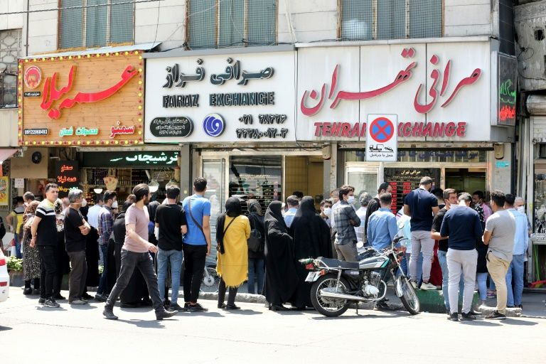 Iranians fearful as virus infections rise anew