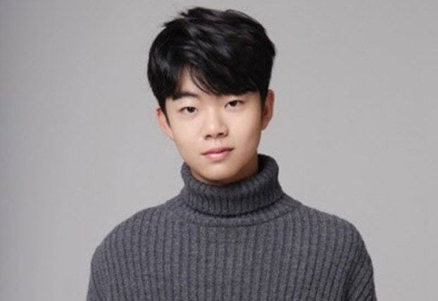 16YO Korean actor stirs controversy with drinking and smoking photos