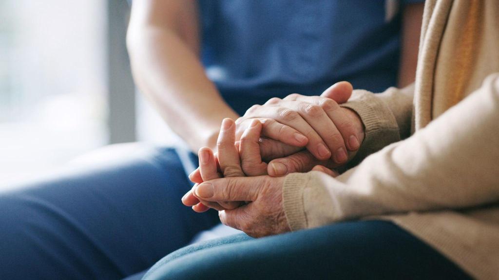 英国政府警告养老院:拒收新冠肺炎患者,将拿不到赈济金