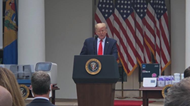 特朗普要求所有白宫人员佩戴口罩