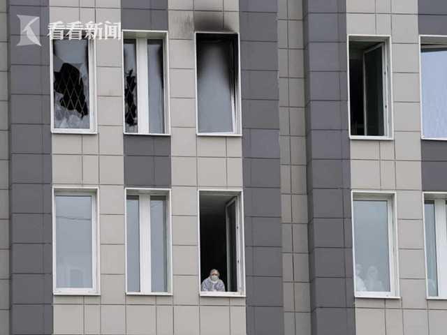 """俄呼吸机""""过热""""起火 5名新冠肺炎患者丧生火海"""