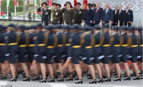 """""""阅兵后确诊少一半"""" 白俄罗斯总统称聚集不会导致感染遭质疑"""