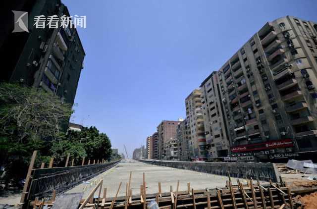 高架离民宅仅半米 5楼以下住户不见光 网友质疑