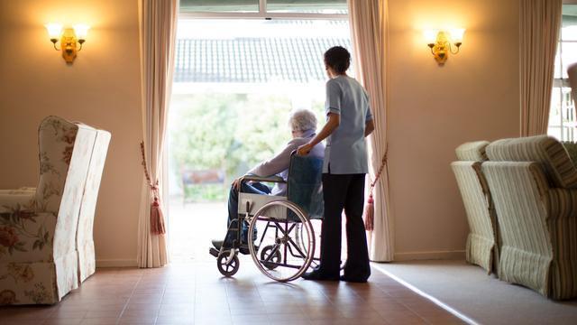 美国一地两家养老院对比强烈:一家疫情暴发、另一家零感染