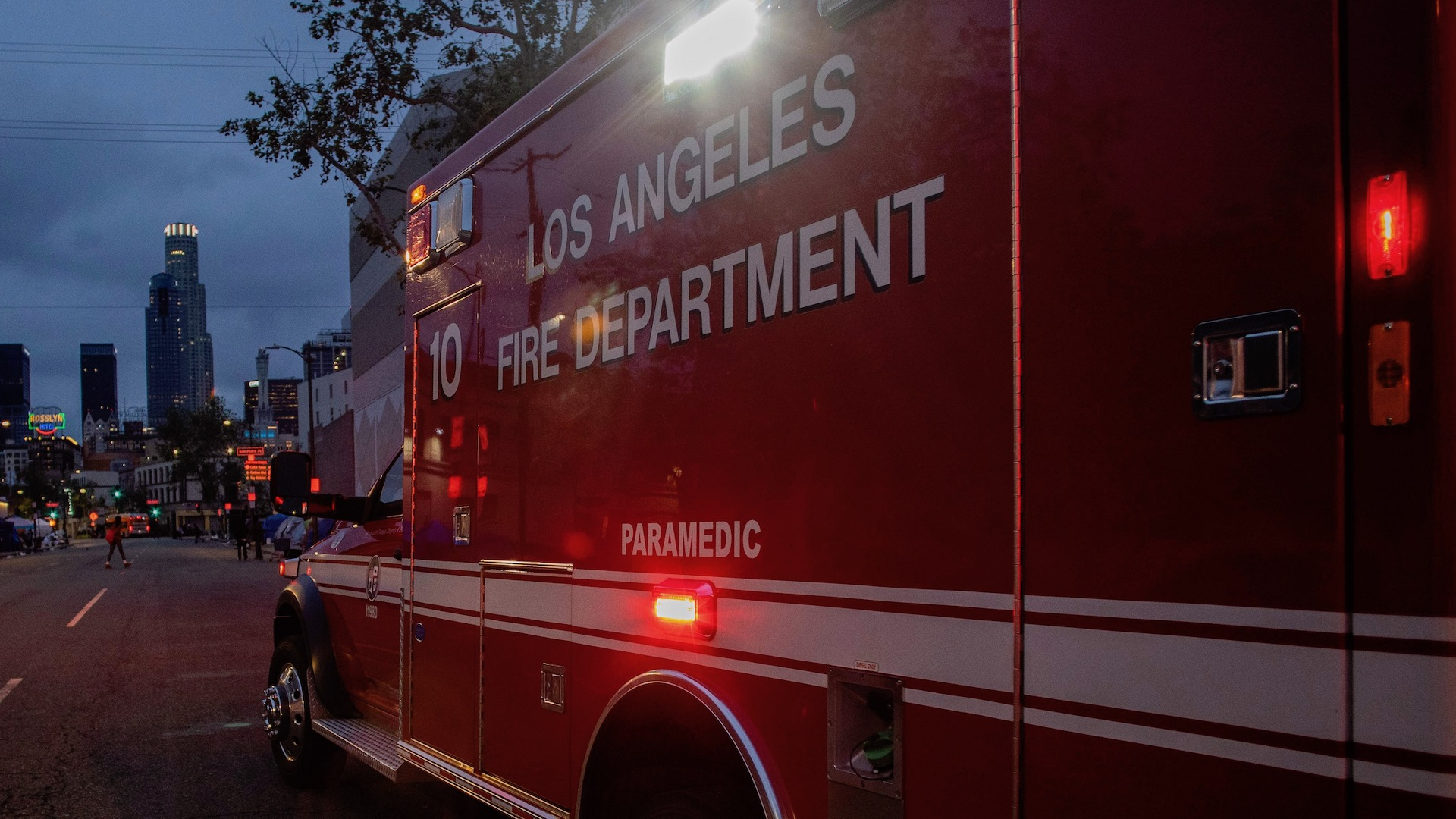 Explosion in Downtown Los Angeles Leaves Nearly a Dozen Firefighters Injured