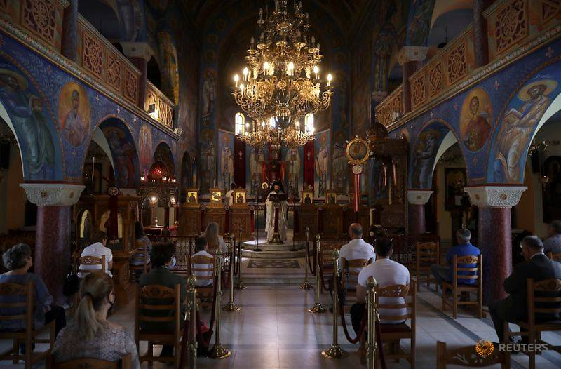 After weeks of COVID-19 lockdown, overjoyed Greeks return to church