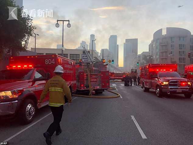美国洛杉矶市中心火灾引发爆炸 11名消防员受伤
