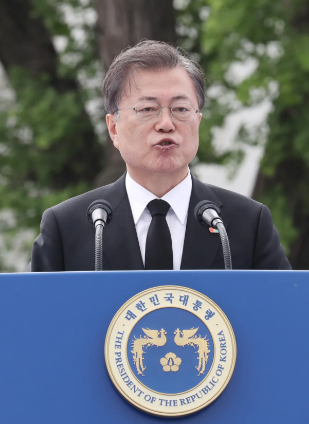 韩媒:韩国总统文在寅出席活动一脸憔悴 嘴唇起皮还咳嗽