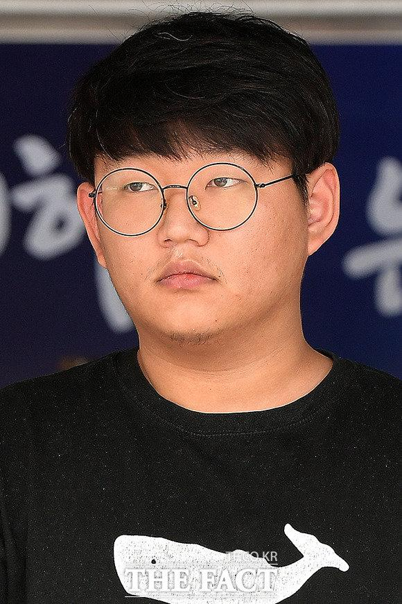 """韩国""""N号房""""创建者被送交检方 并将其公开示众"""