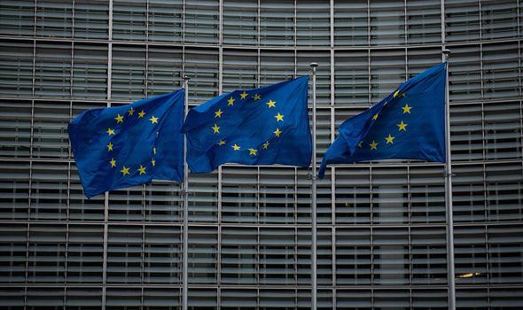 Von der Leyen accused of weak leadership – Macron and Merkel have to jump in