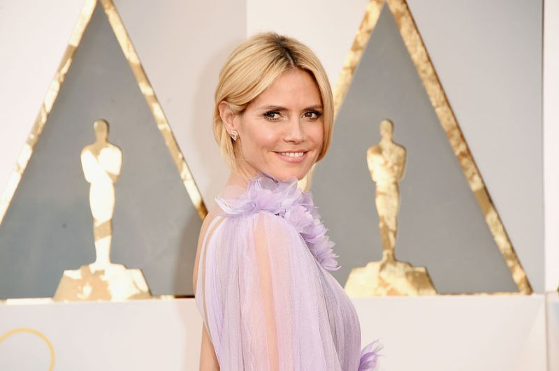 Heidi Klum demonstrates how to maintain social distancing while getting your highlights done