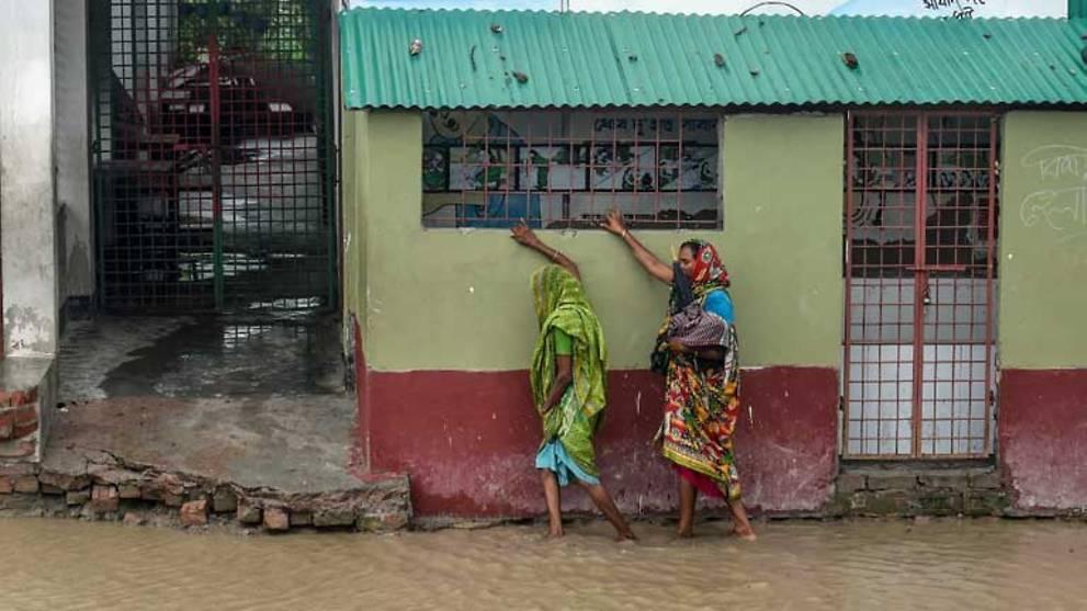 'Super cyclone' Amphan batters Bangladesh and India