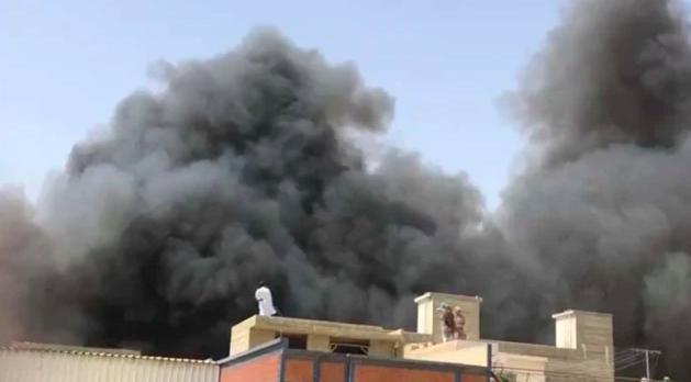 巴基斯坦客机坠毁107人全罹难,事发居民区伤亡不明