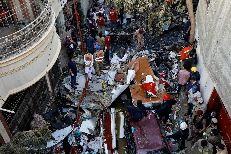 Many feared dead in Karachi plane crash