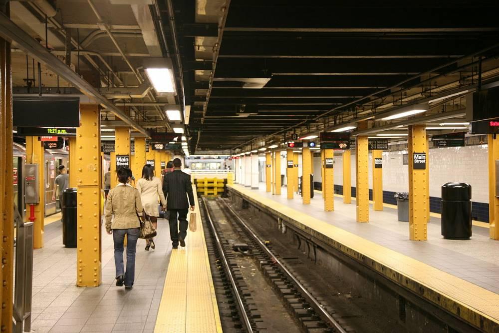 因疫情人烟稀少地铁竟成野战天堂!男女做爱被拍,居然还大喊:祝你看得开心!