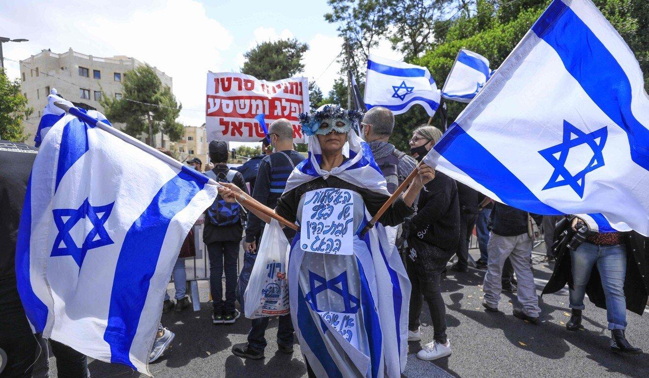 Israeli PM Benjamin Netanyahu strikes defiant tone as corruption trial begins
