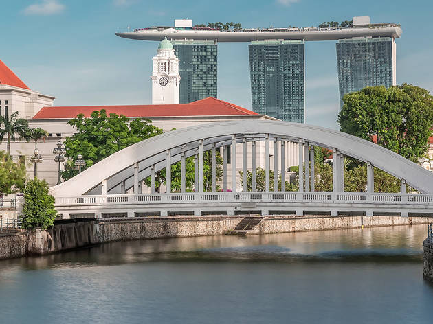 Interesting stories behind the bridges along the Singapore River