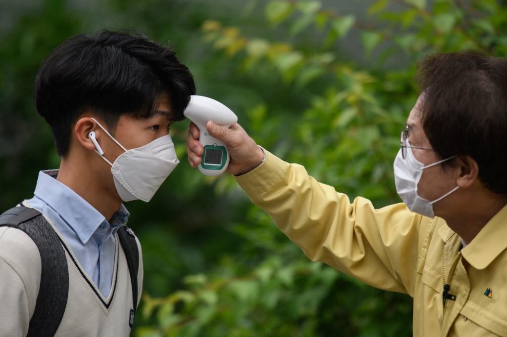 【冠状病毒19】韩国单日新增病例连续两天低于500起 以社区感染居多