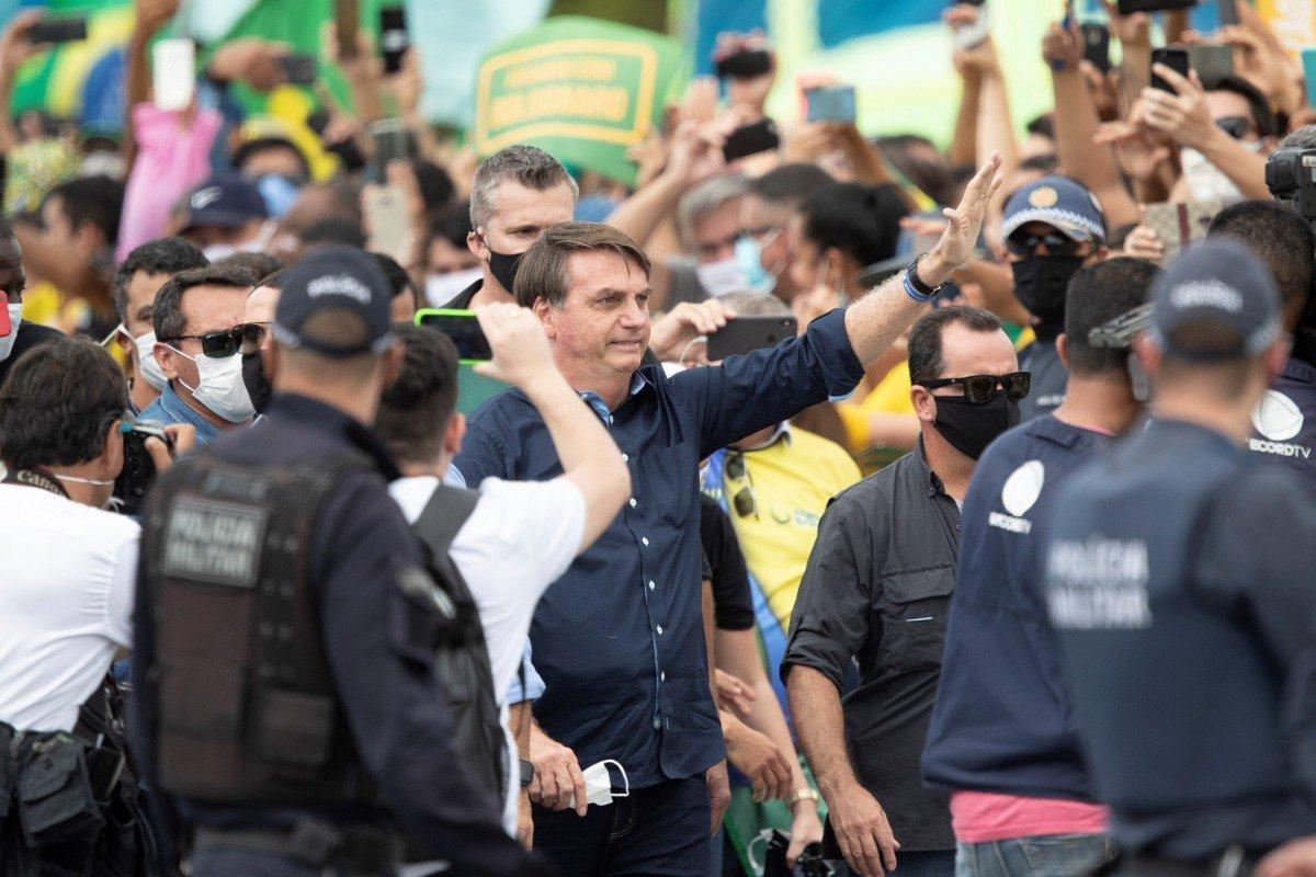 Trump suspends travel from Brazil; far-right President Jair Bolsonaro rallies with supporters amid virus surge