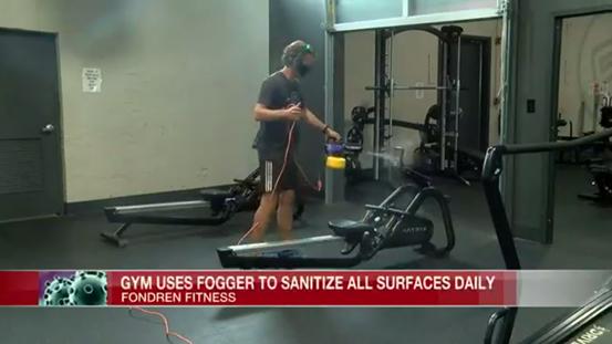 美国一家健身房重开业:戴口罩量体温用雾化器消毒