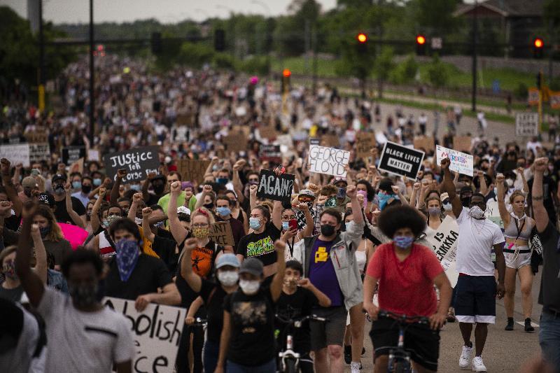 抗议暴力执法致死黑人‧美爆发示威警民冲突
