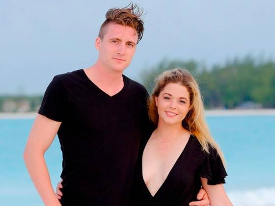 Pretty Little Liars' Sasha Pieterse Is Pregnant With Her First Child
