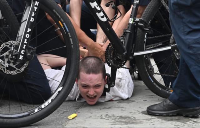 暴力骚乱持续两晚,美国至少70人因抗议弗洛伊德之死被捕