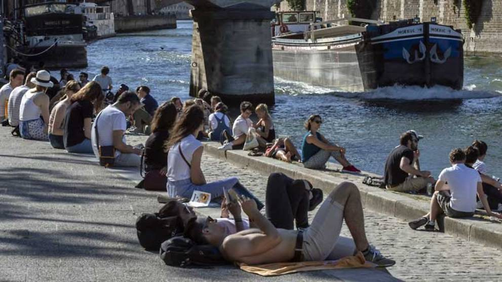 France to open bars, beaches in second phase of easing lockdown
