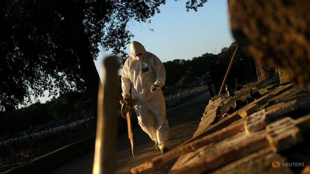 Brazil's coronavirus outbreak worsens as total cases near 500,000