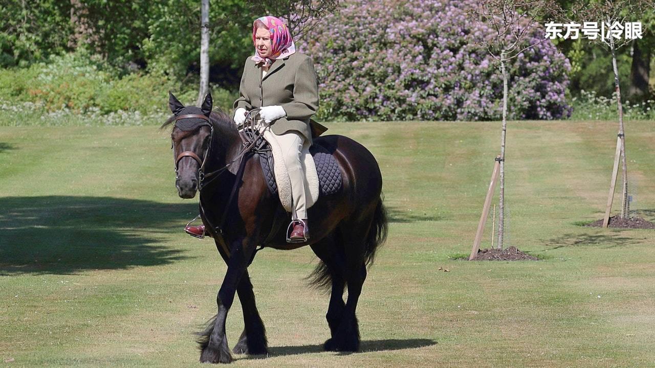 英女王近3个月以来首度露面,在温莎城堡草地骑马