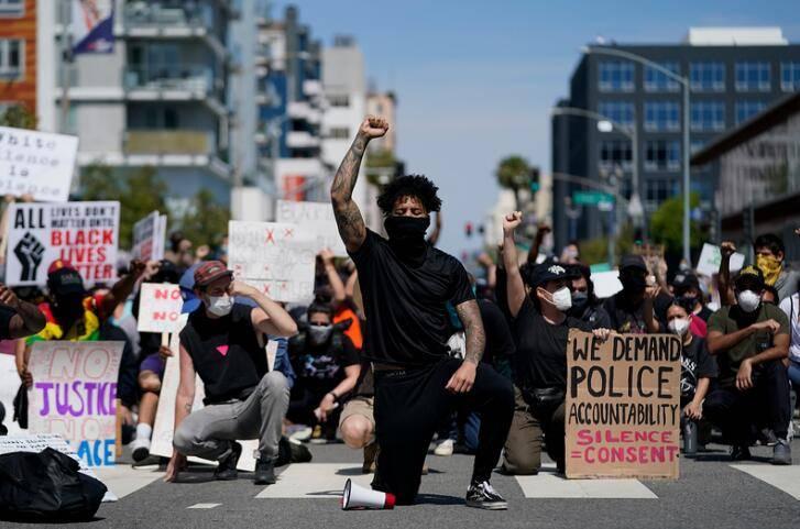抗议升级!华盛顿特区启动国民警卫队平息骚乱
