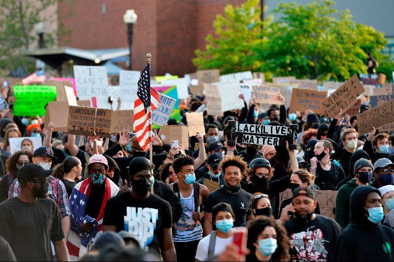 40城市宵禁 3州紧急状态·美示威延烧英德加